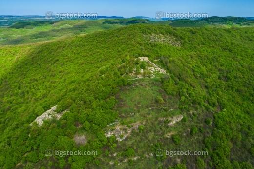крепост градище и крепост хоталич от въздуха с дрон