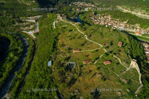 Крепост Трапезица от птичи поглед с дрон/></p> <p>Още снимки може да видите <a href=